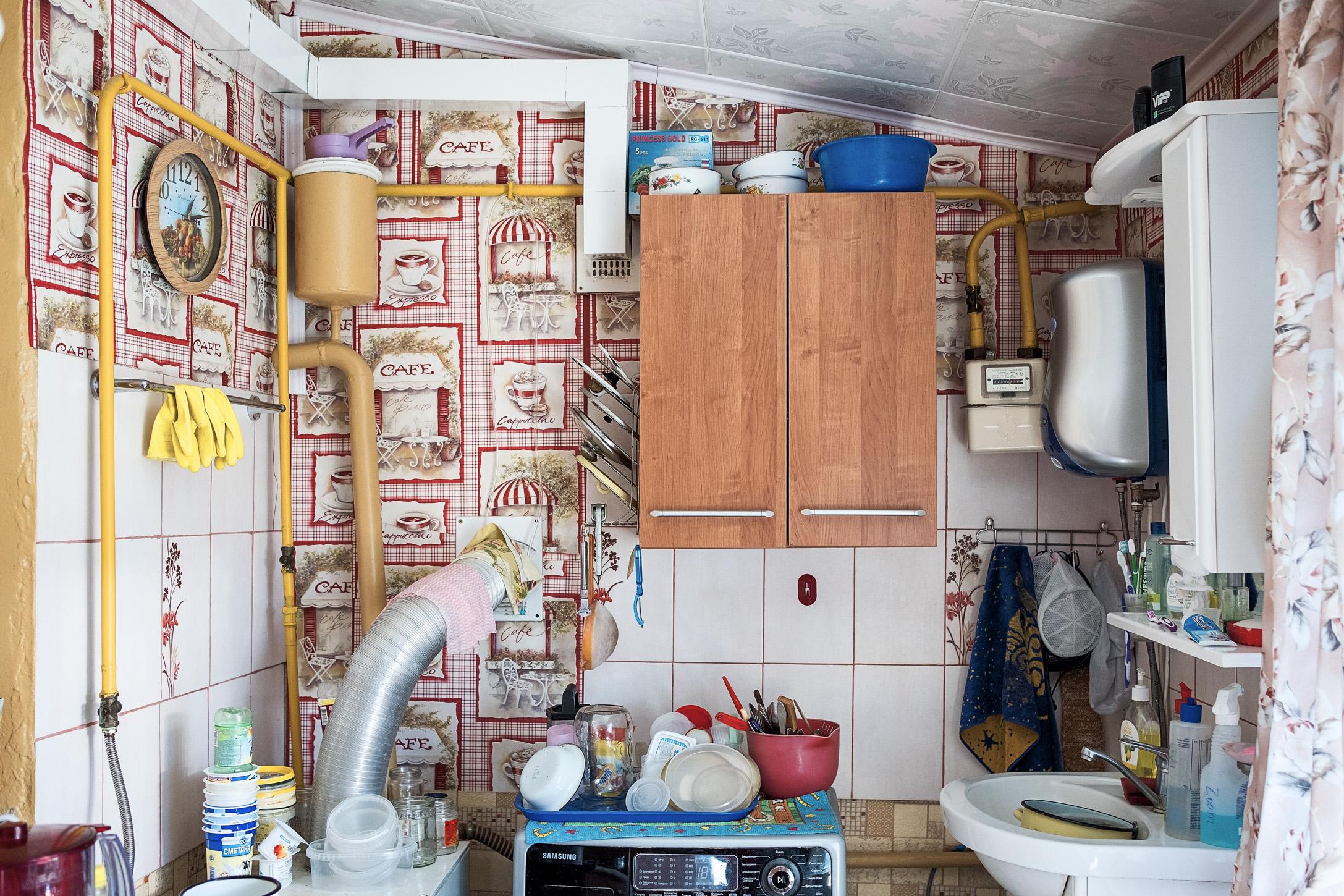 13. 28/04/2017  El interior de la cocina de una casa familiar.